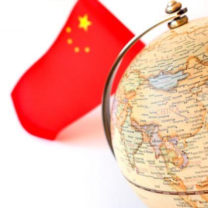 中国国旗と地球儀